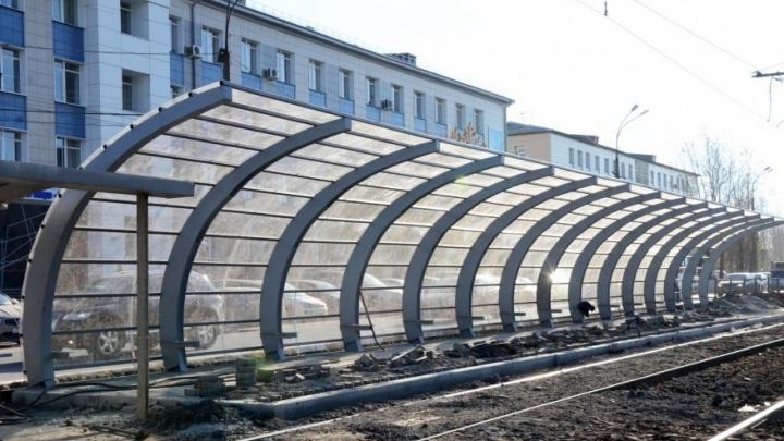 На Космонавтов открыли трамвайную остановку «Калининская», которую ремонтировали 2 месяца