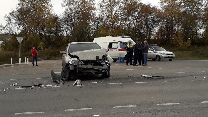 ДТП с тремя автомобилями под Новосибирском: двух пострадавших увезли в больницу