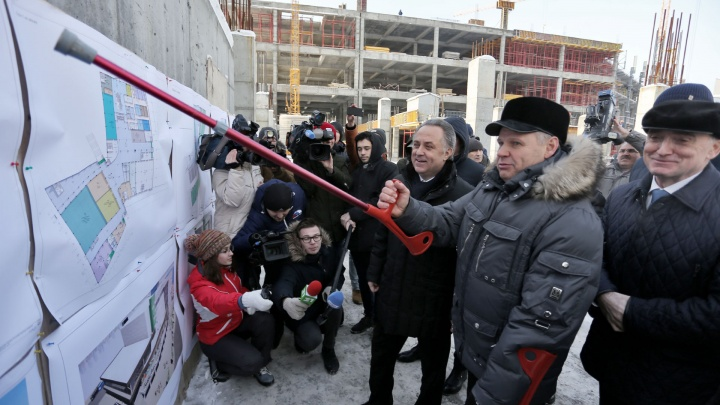 Подмели улицы и вымыли пол: вице-премьеру Мутко показали, как Челябинск готовят к саммитам
