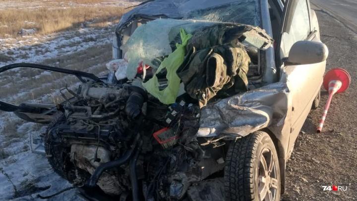 «Папа ехал в Тюмень»: в Челябинской области KIA лоб в лоб столкнулась с фурой