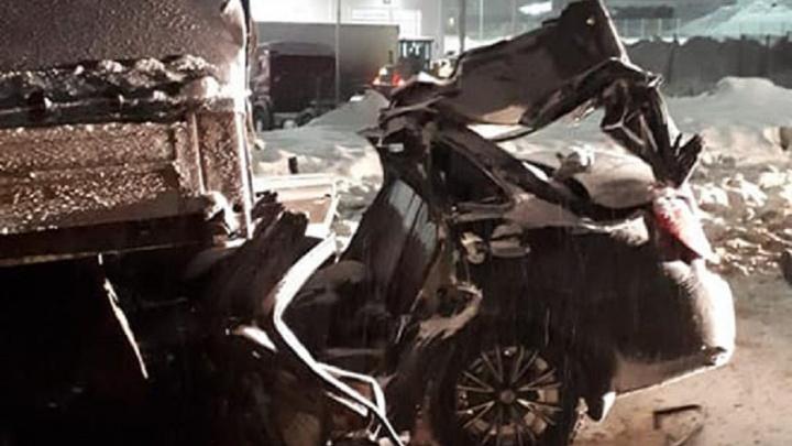 Снесло крышу: в страшном ДТП с фурой и легковушкой на М-5 погибла семья из Самары