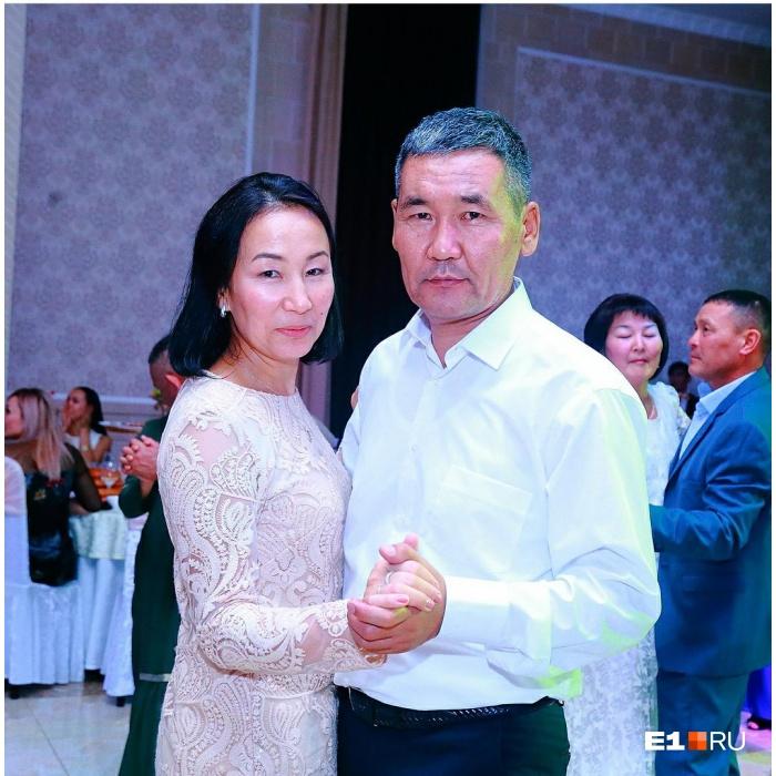 Камчыбек Каримов с женой. У них осталось трое детей