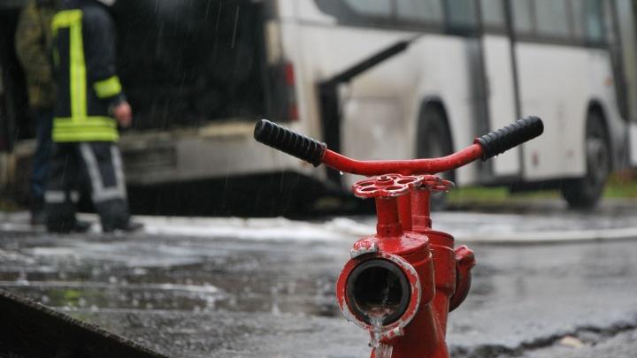 Короткое замыкание: в Архангельске на маршруте №64 загорелся ПАЗ