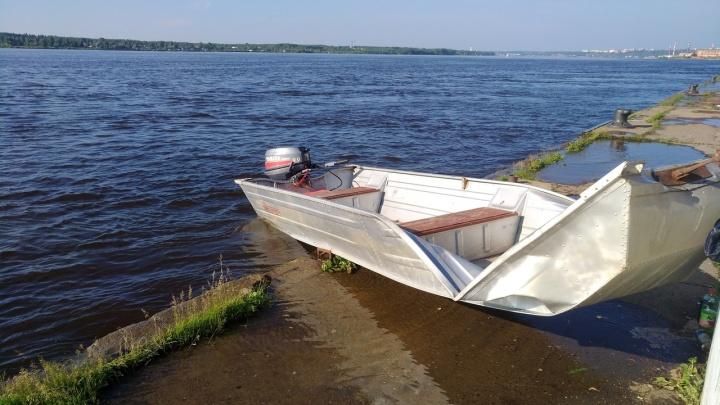 МЧС: пермяки, лодка которых врезалась в набережную, были пьяны