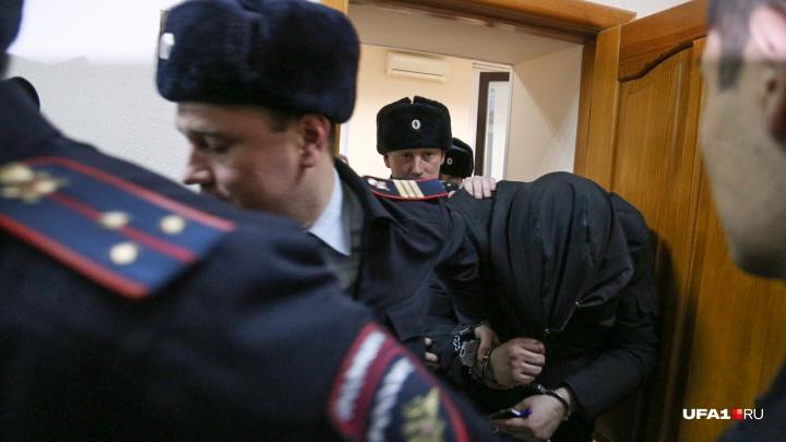 В суд Уфы доставили Павла Яромчука, обвиняемого в изнасиловании 23-летней дознавательницы