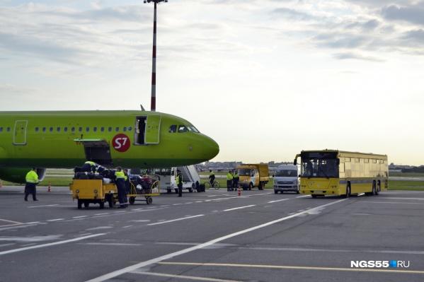 Напомним, из-за плохого самочувствия пассажира самолёт совершил незапланированную посадку в нашем городе