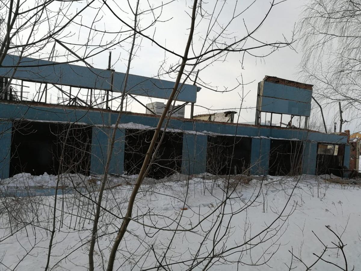 В здании обрушились крыша и стены второго этажа