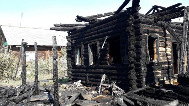 Сгорели все документы, вещи, деньги: ночной пожар в Онохино уничтожил дом многодетной семьи
