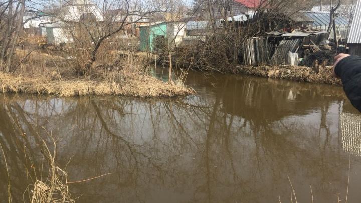 В Екатеринбурге в реке Исток утонула двухлетняя девочка