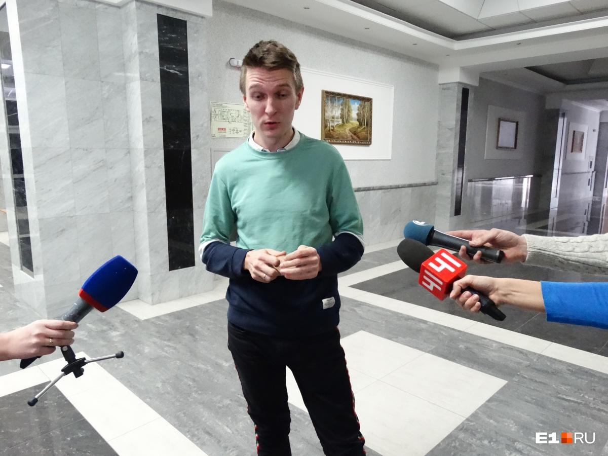 Павел сообщил журналистам, что Владимир Пузырев симулирует болезнь. Якобы, такие данные озвучили медики, которые осматривали мужчину