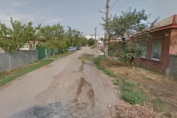 Активисты добились того, что губернатор поручит отремонтировать эту дорогу