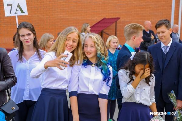 Министерство просвещения рекомендовало запретить телефоны в школах