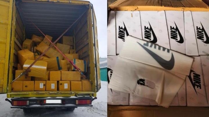 Ущерб на 40 миллионов рублей: в Самарской области задержали фуру с поддельными кроссовками Nike