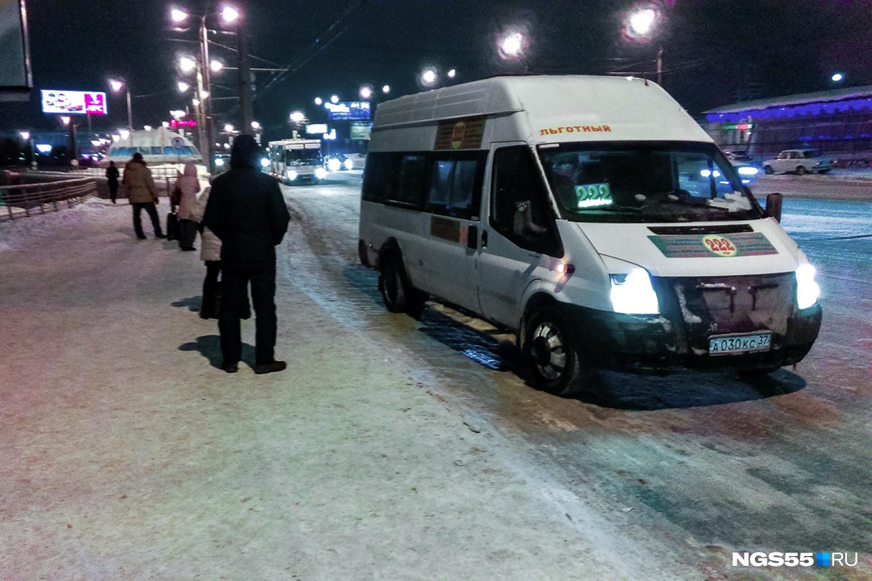 Одна из самых популярных маршруток, на которой можно уехать в Амурский посёлок. Фото Ирины Акишевой
