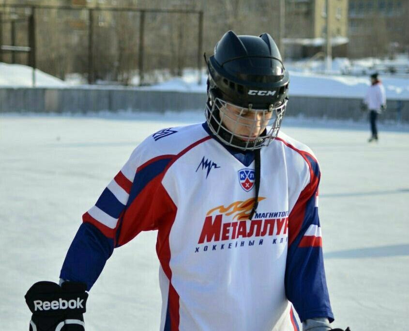 Юноша преуспевал и в хоккее