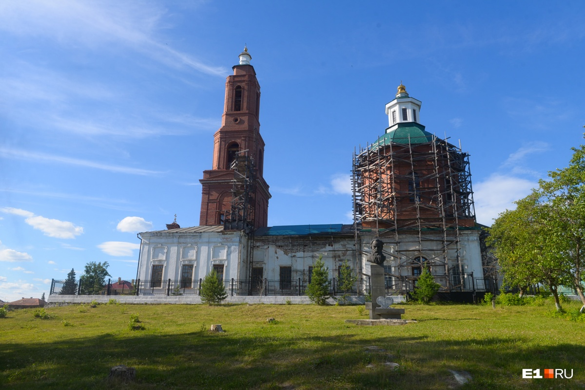 Церковь — тоже старинная