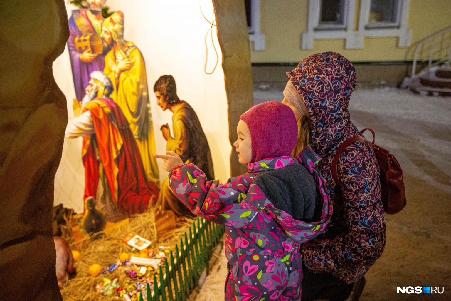 В 17:00 в храме началось всенощное бдение