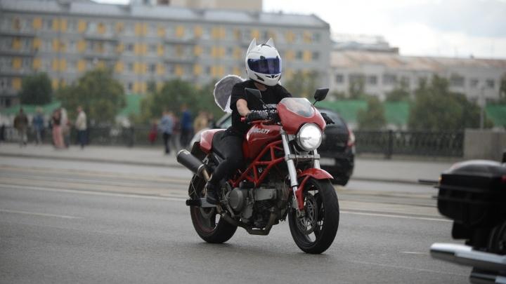 Байкеры проехали колонной по проспекту Ленина, чтобы доказать, что Екатеринбург — не город бесов