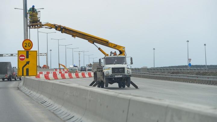 Рабочие до конца года закроют съезд с Россельбана на ЕКАД