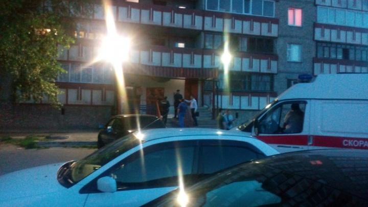 15-летняя девушка выпала из окна высотки на Широтной и погибла
