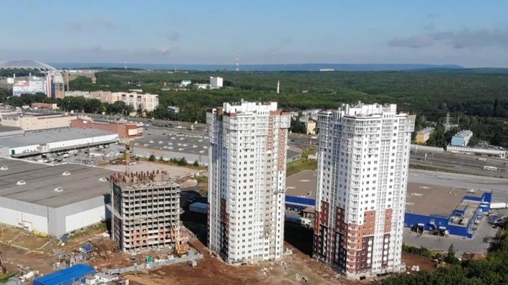 Застройщику высоток за ТЦ «Московский» разрешили не делать парковки на все квартиры