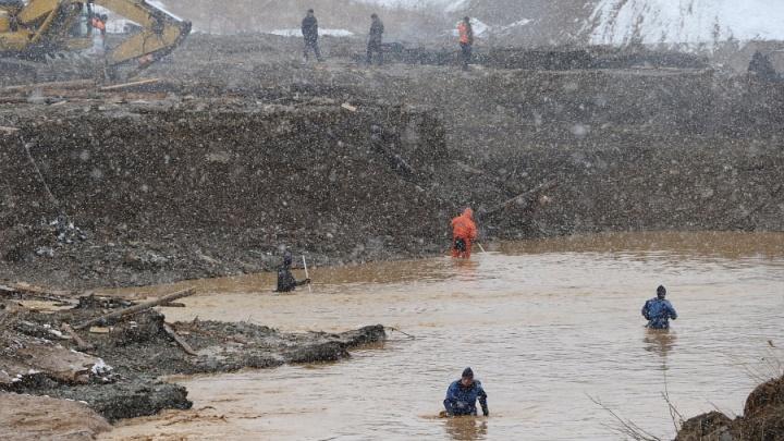 Прошло три недели с разрушения дамбы на Сейбе: трех человек до сих пор ищут спасатели