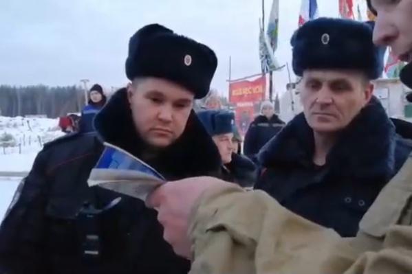 Активисты решили зачитать полицейским Конституцию РФ и закон «О полиции»