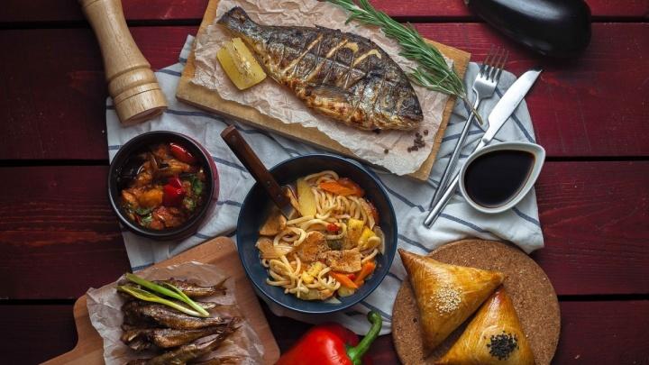 Еда едет: заказать еду можно даже из ресторана, где нет курьера