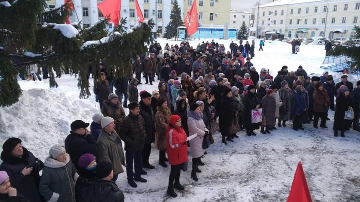 «Правительство в отставку!»: в Жигулёвске прошёл митинг против роста цен и мусорной реформы