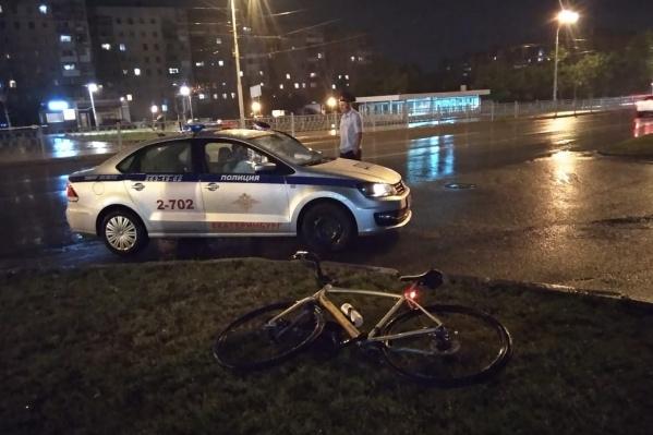 При падении велосипедист получил тяжелую травму головы