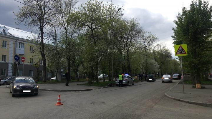 На Уралмаше при столкновении легковушек пострадали двое школьников