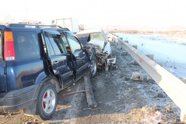 В «Хонде» находились отец с двумя детьми — они получили серьёзные травмы, как и водитель «Тойоты»
