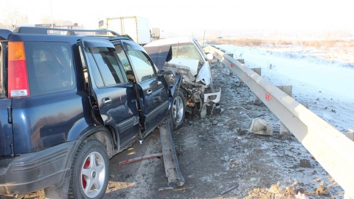 Отец с двумя детьми получил серьёзные травмы в лобовом ДТП на трассе под Новосибирском