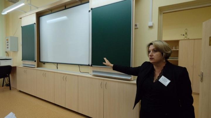 Директор школы показала кабинеты, в которых побывает Путин