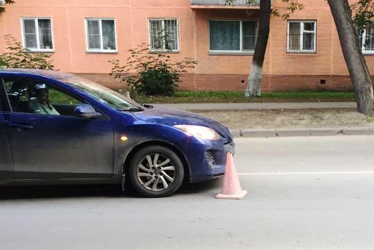 «Мазда 3» на месте ДТП на улице Дмитрия Донского