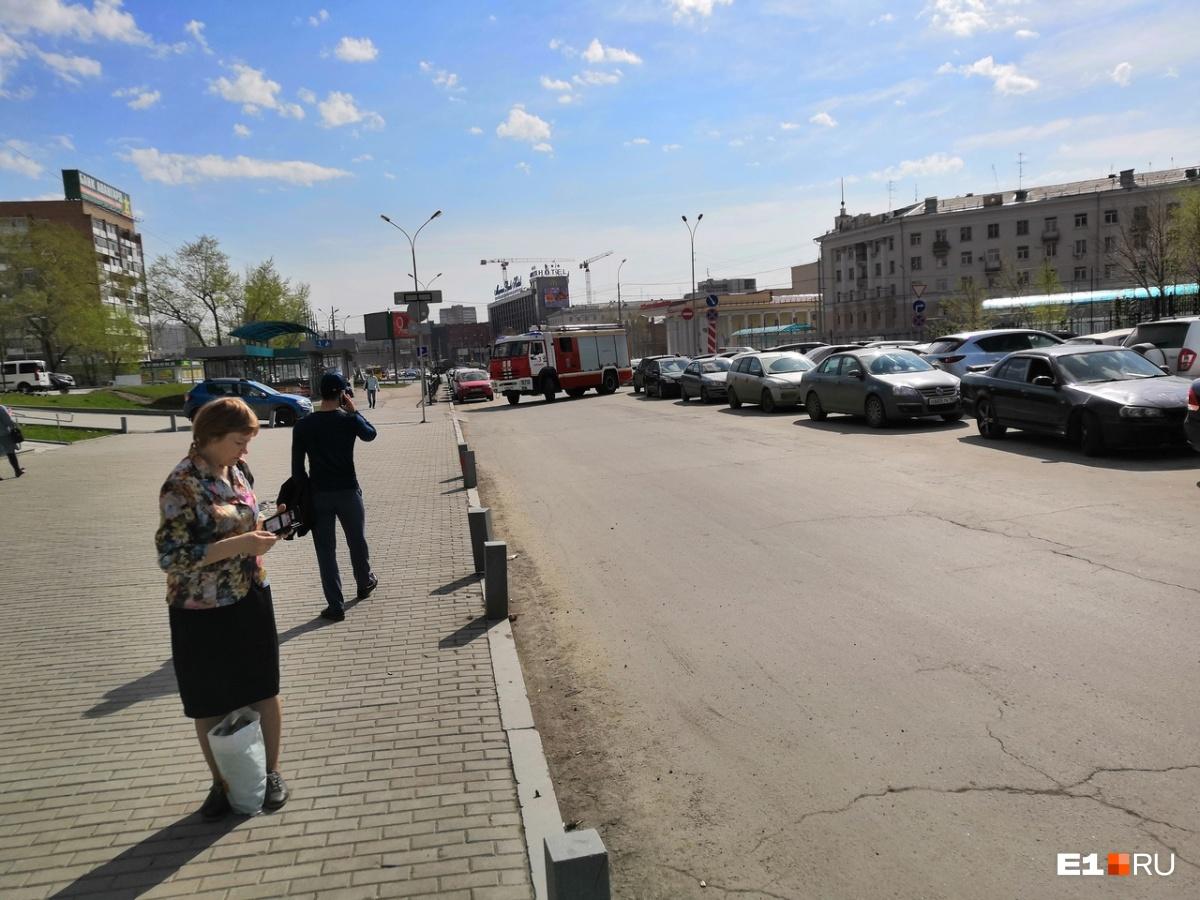 Волна «минирований» в Екатеринбурге парализовала работу офисников и торговых центров