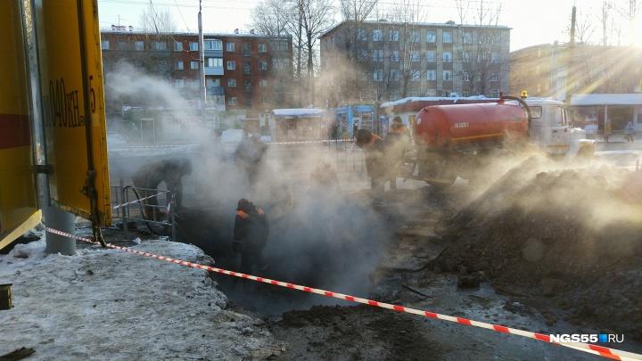 В Нефтяниках несколько дворов залило горячей водой