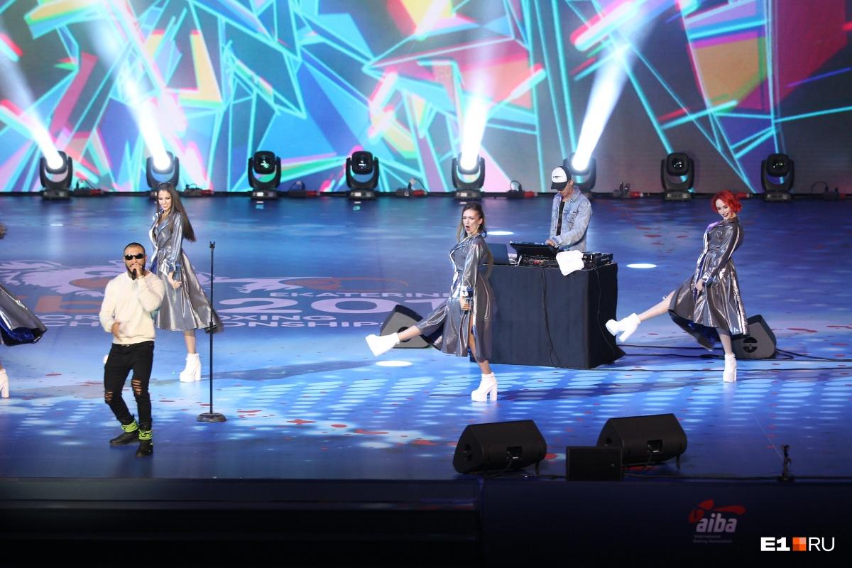В концертной части церемонии открытия выступилигруппа Morandi, рэпер Doni и певица Света