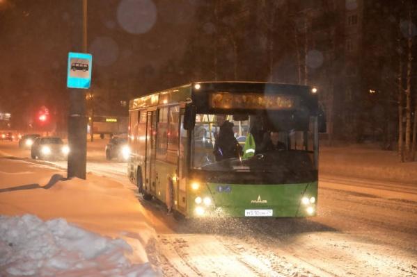 Февральским вечеромРухлов и Смирнов ехали в автобусе по Ленинградскому проспекту