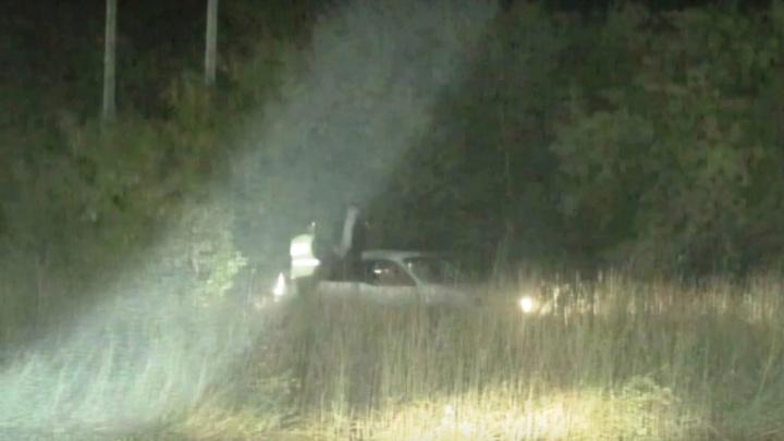 Пьяный водитель пытался скрыться от ДПС, но улетел в кювет с искрами из-под днища