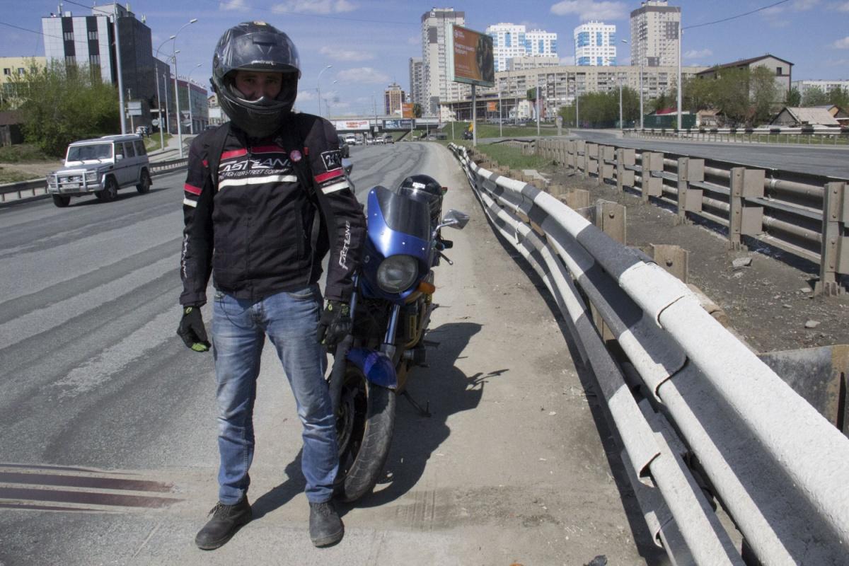 Байкер Юрий Джин помогал полиции поднять разбившегося —спасти его было уже невозможно