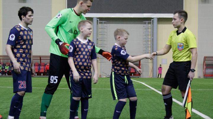 «Мы решили подарить им мечту»: ФК «Енисей» взял в команду двух детей с ДЦП