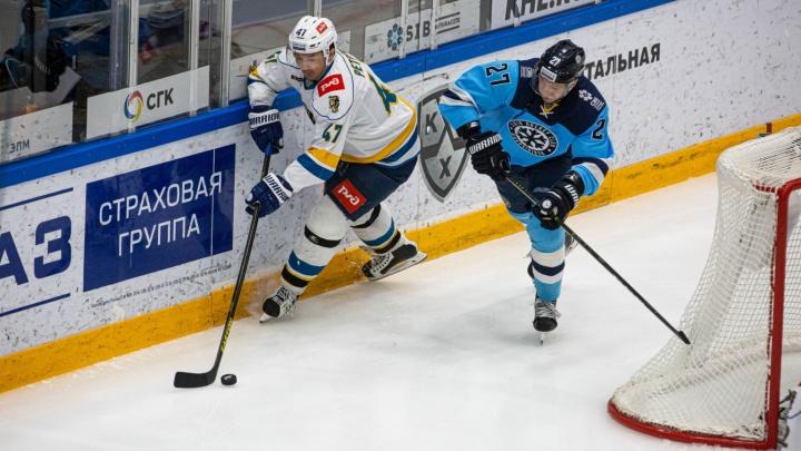 Хоккей: «Сибирь» проиграла ХК «Сочи» — исход игры решили послематчевые буллиты