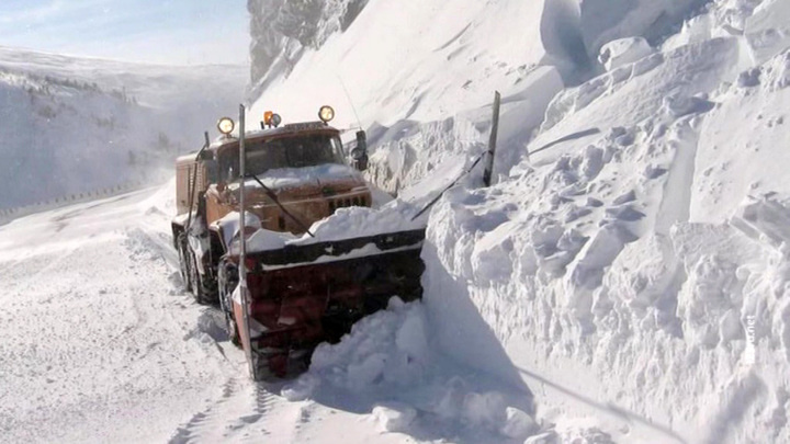 Водителям на загородных трассах грозит сход лавины