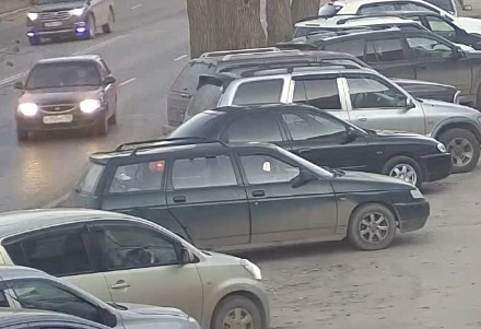 Hyundai выехал на встречку на Шефской