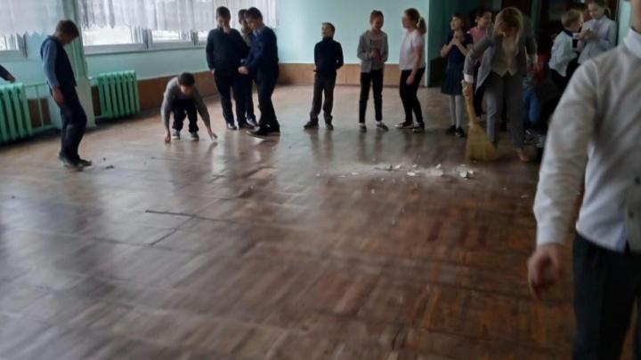 В таганрогской школе ребенку на голову упал кусок штукатурки