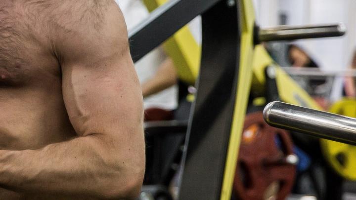 Мечтал о мускулах: увлечённый спортом новосибирец попался на контрабанде стероидов