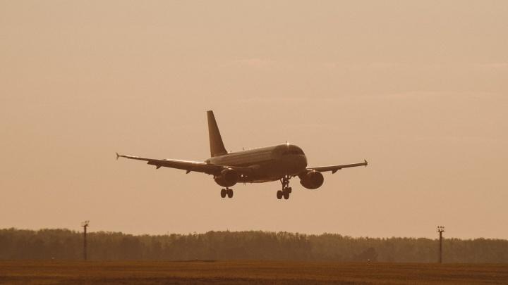 На запасном аэродроме Рощино экстренно сел самолет