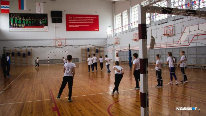 Школьник получил травму на уроке физкультуры: родители потребовали извинений от директора