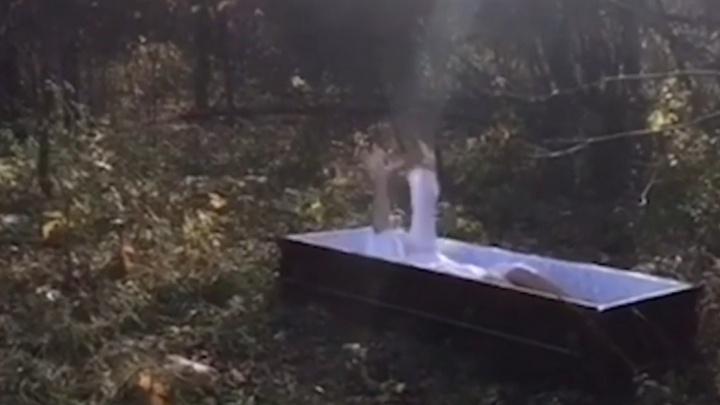 Экс-кандидат в главы Башкирии провела фотосессию в гробу
